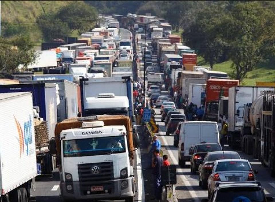 Resultado de imagem para caminhoneiros